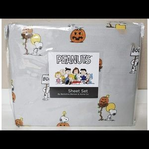 Queen Sized Peanuts Snoopy Halloween Sheets